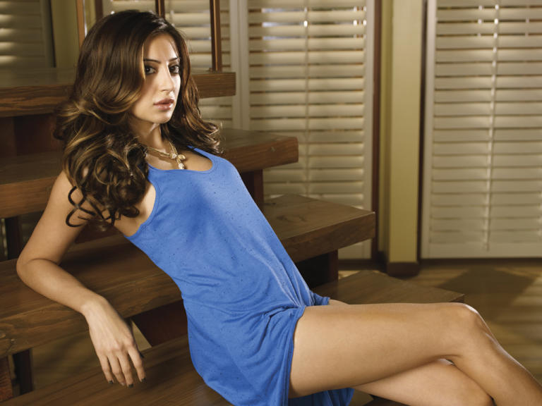 Noureen DeWulf as Lacey