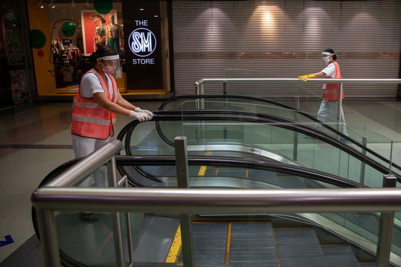 Philippines urges coronavirus vigilance as shoppers ignore safety protocols