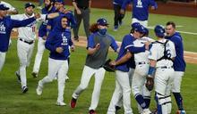MLB/Betts關鍵長打帶隊逆轉 道奇睽違32年再度奪冠