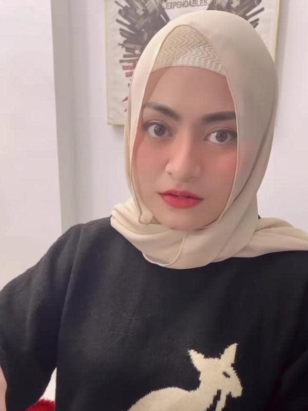 Potret Nathalie Holscher Pakai Hijab. (Sumber: Instagram/ferdinan_sule)