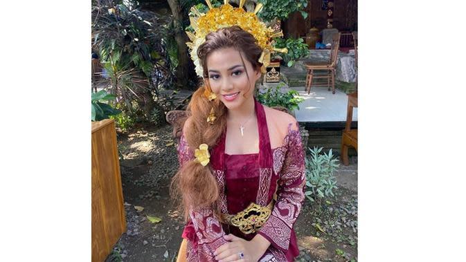 6 Pesona Aurel Hermansyah Pakai Berbagai Baju Adat, Tampil Anggun (sumber: Instagram.com/aurelie.hermansyah)