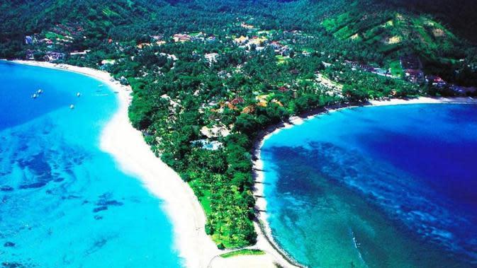 Pantai Senggigi yang indah (Sumber: dispar.lombokbaratkab)