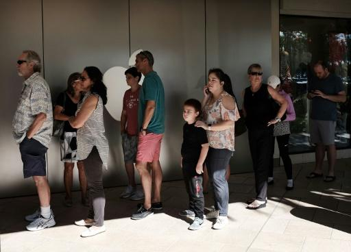Shoppers queueing outside an Apple store in Naples, Florida during Black Friday sales in November 2017: experiments show that the longer people remain in line, the more likely they are to stay in line