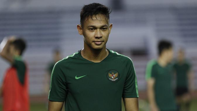 Pemain Timnas Indonesia U-22, Andy Setyo, saat latihan di Stadion Rizal Memorial, Manila, Jumat (22/11). Latihan ini persiapan jelang laga SEA Games 2019. (Bola.com/M Iqbal Ichsan)
