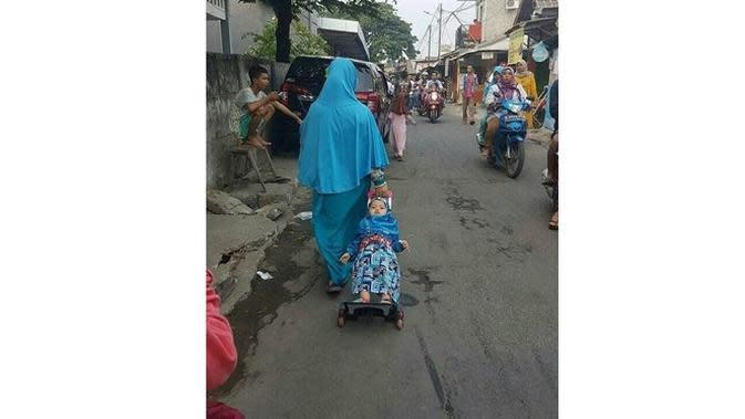6 Kelakuan Kocak Ibu-Ibu Terlalu Santai Asuh Anak Ini Bikin Geregetan (sumber: Instagram.com/receh.id)