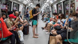 吉隆坡輕軌列車意外 兩百人受傷|兩成受訪者擬移民  董建華:沒有遠見 |李多寅被起底 繼父曾坐監四年| 5月25日.Yahoo早報