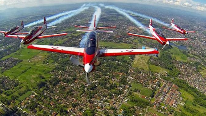Tim Jupiter merupakan tim khusus aerobatik dari TNI AU yang ikut mewarnai setiap hari kemerdekaan Indonesia.