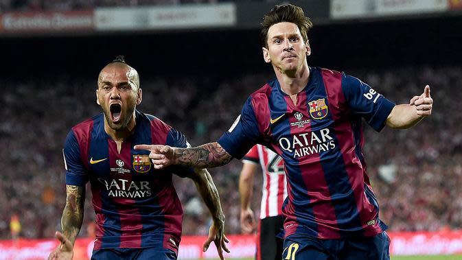 Pesepak bola Barcelona, Lionel Messi, merayakan gol bersama rekannya Dani Alves usai membobol gawang Athletic Bilboa pada laga La Liga Spanyol di Stadion Camp Nou, Sabtu (30/5/2015). (AFP/Josep Lago)