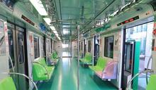 盧秀燕視察台中捷運綠線化身「列車長」