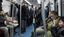 孫咆哮阿嬤「不讓妳這老東西坐」 地鐵暴走狠嗆乘客