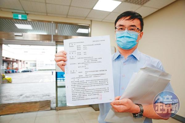 楊長杰委任律師拿出台中地院裁定,自稱要行使董事長、總經理職權。