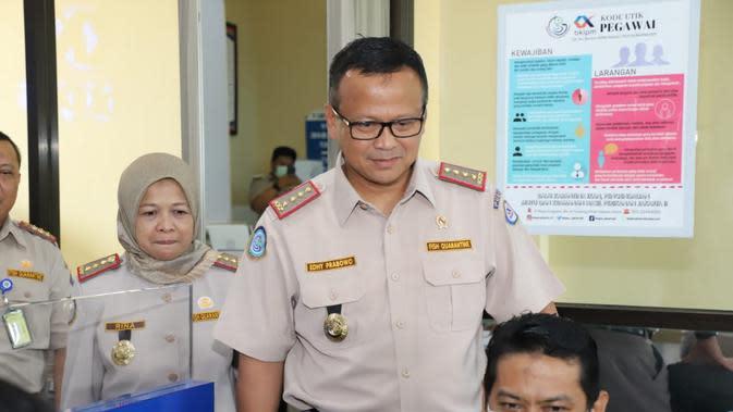 Menteri Perikanan dan Kelautan (KKP) Edhy Prabowo melakukan inspeksi mendadak (sidak) ke kantor Balai Karantina Ikan, Pengendalian Mutu dan Keamanan Hasil Perikanan (Balai KIPM) Jakarta II, Jakarta Utara.