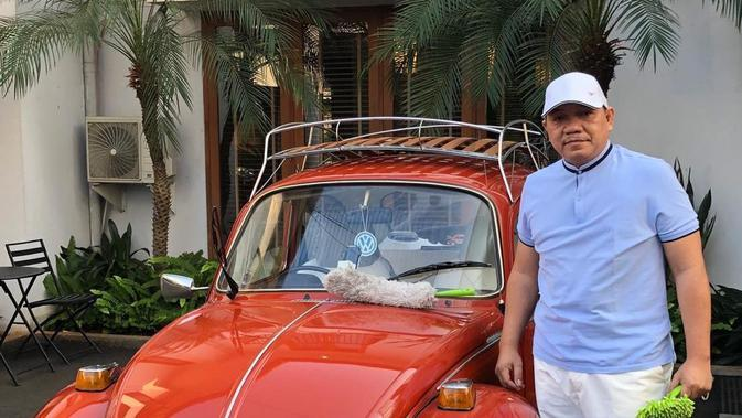 Presiden Madura United dengan Volkswagen kesayangannya. (Dok. Pribadi)