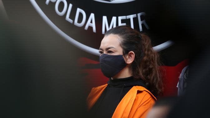 Terancam 4 hingga 12 tahun penjara, begini kronologi penangkapan Reza Artamevia. (Daniel Kampua/Fimela.com)