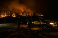 Daerah penghasil anggur California menghadapi pertempuran panjang ketika kebakaran memuncak