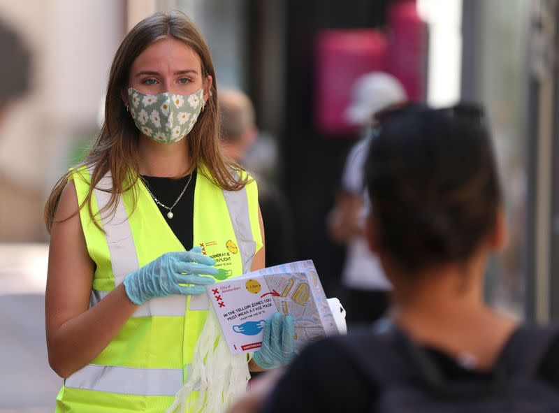 With no nationwide rule, Amsterdam insists on virus masks