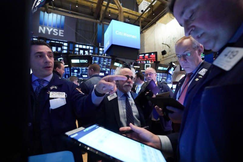 Wall Street dibuka lebih rendah setelah data pengangguran mengecewakan