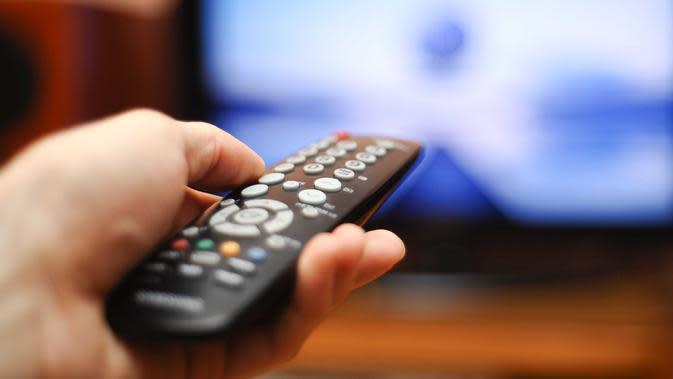 Ternyata kamu masih bisa melakukan banyak hal saat menonton TV.