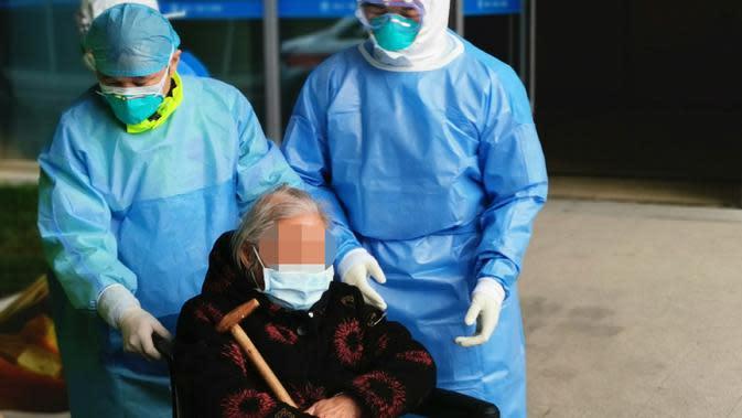 Nenek berusia 96 tahun ini disebut sebagai pasien tertua yang sembuh dari Virus Corona Wuhan, COVID-19. (Xinhua)
