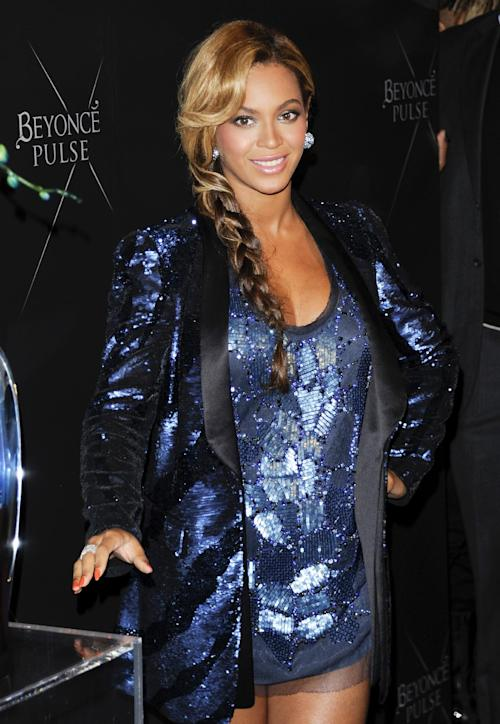 """FILE - In this Sept. 21, 2011 file photo, Singer Beyonce unveils her new fragrance """"Pulse"""" at the Dream Hotel, in New York. Kelly Clarkson and fun. are just two of the acts who will perform during the upcoming inaugural festivities, which also includes Beyonce, James Taylor, Stevie Wonder, Katy Perry and dozens of others. (AP Photo/Evan Agostini, File)"""