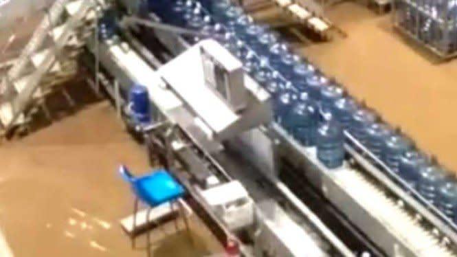 Banjir Sudah Surut, Kegiatan Produksi Aqua Akan Beroperasi Kembali