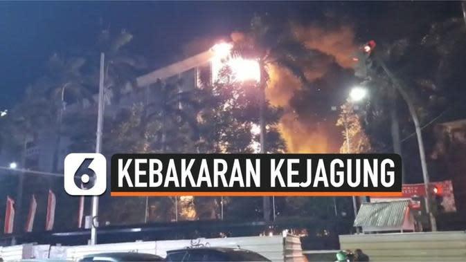 VIDEO: Kebakaran Hebat Gedung Kejaksaan Agung RI, 21 Damkar Dikerahkan