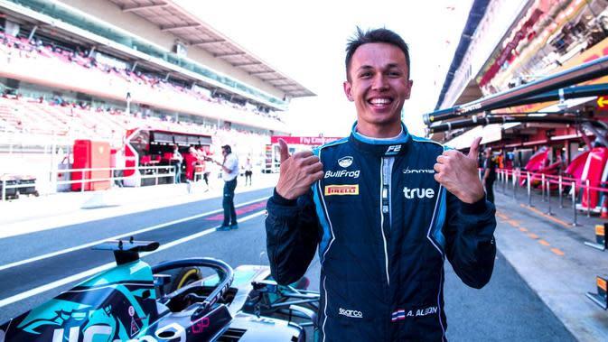 7 Potret Cantiknya Lily Muni He, Pegolf Kekasih Pembalap F1 Berdarah Thailand, Alexander Albon
