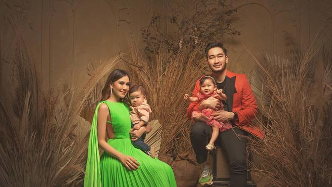 Pemotretan keluarga Syahnaz dan Jeje (Sumber: Instagram/riomotret)