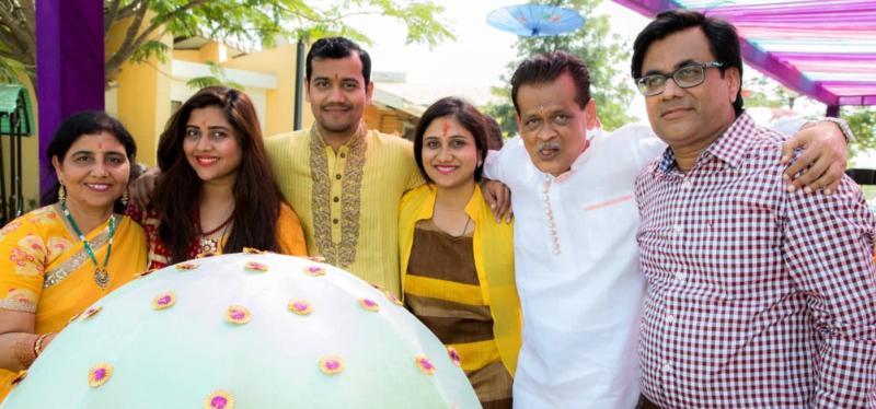 Abhilasha and her family. [Photo: hocusfocuscaptures]