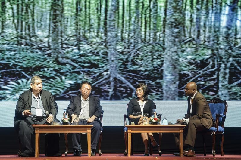 (From left) Former Bernama chief executive Datuk Yong Soo Heong, Malay Mail editor-in-chief Datuk Wong Sai Wan, environmental journalist SL Wong and moderator Terrence Dass during the panel session 'Pushing Environment Beyond the Media'. — Picture by Miera Zulyana