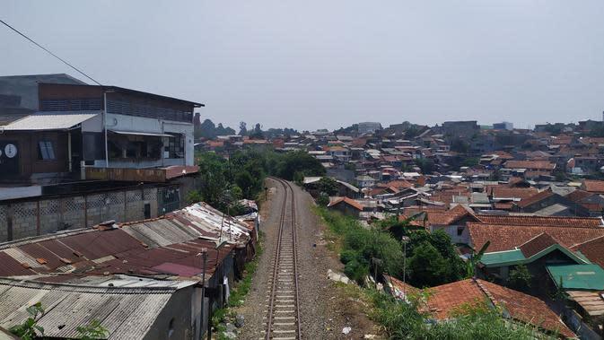 Lebih dari 2.000 bangunan di wilayah Kabupaten dan Kota Bogor, bakal tergusur proyek pembangunan double track atau jalur rel ganda kereta api (KA) Bogor-Sukabumi.