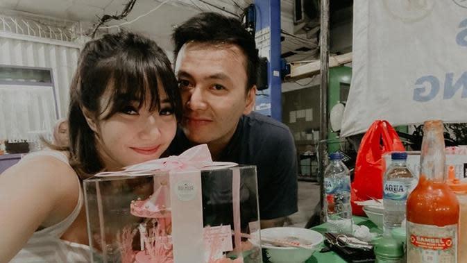 Gisella Anastasia makan malam bersama sang pacar
