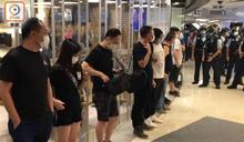 新世紀朗豪坊逾百人聚集叫港獨口號 14人違禁聚令遭票控