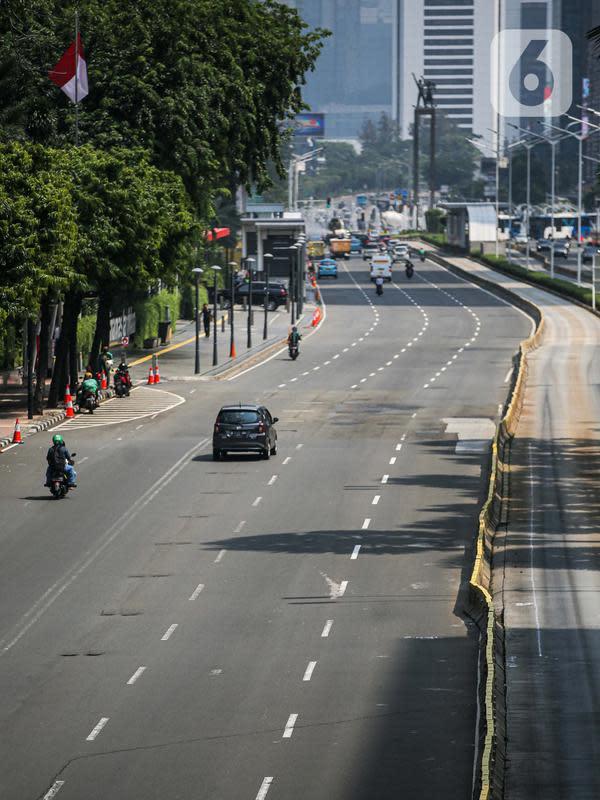 Suasana lalu lintas kawasan Jalan Thamrin, Jakarta, Selasa (22/9/2020). Kepala Dinas Perhubungan DKI Syafrin Liputo mengatakan selama sepekan PSBB Jakarta terjadi penurunan yang fluktuatif pada volume kendaraan masuk ke Ibu Kota mulai dari 5 persen hingga 19 persen. (Liputan6.com/Faizal Fanani)