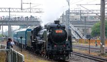 台南火車節邀動力火車開唱吸引大批粉絲 黃偉哲邀大家一起追火車