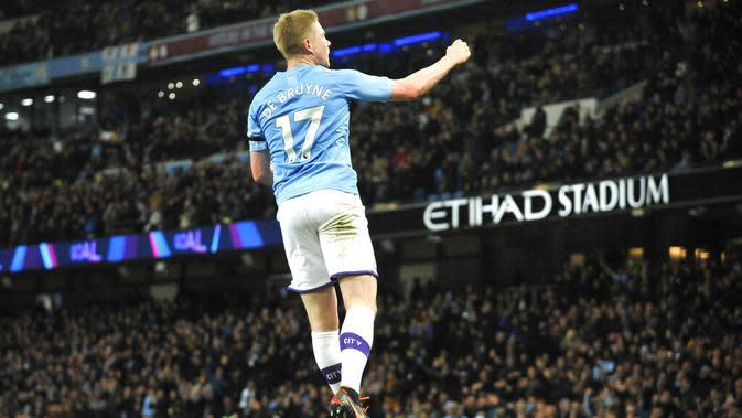 Gelandang Manchester City, Kevin De Bruyne, melakukan selebrasi usai membobol gawang Sheffield United pada laga Premier League 2019 di Stadion Etihad, Minggu (30/12). Manchester City menang 2-0 atas Sheffield United. (AP/Rui Vieira)