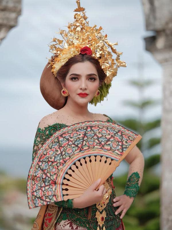 Seleb Indonesia saat Pakai Kebaya Bali (Sumber: Instagram/ashanty_ash