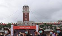 國慶大會登場 民眾全程配戴口罩 (圖)