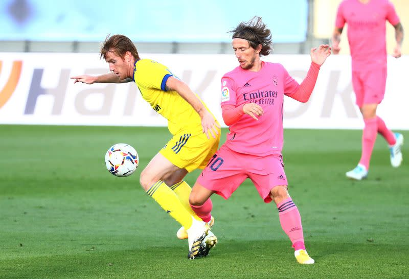 Alex Fernandez wins sibling rivalry in Cadiz victory over Real Madrid