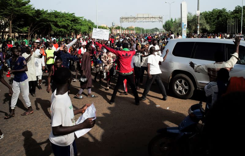 Supporters of the Imam Mahmoud Dicko walk to the presidential palace during a protest demanding the resignation of Mali's President Ibrahim Boubacar Keita in Bamako