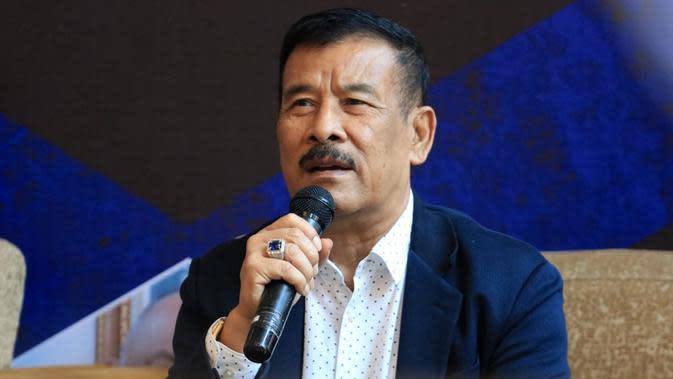 Manajer Persib, Umuh Muchtar. (Bola.com/Erwin Snaz)