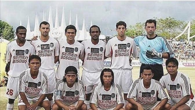 Ronald Fagundez (Nomor dua dari kanan atas). (Abdi Satria/Bola.com)