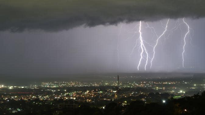 Cuaca Hari Ini: Waspada Hujan Petir Diprediksi Intai Jakarta Malam Nanti