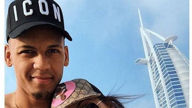Pemain Liverpool Fabinho Liburan di Dubai Bersama Istri. (dok.Instagram @rebecas.tavares/https://www.instagram.com/p/BdFchYhlVNN/?utm_source=ig_embed/Henry)