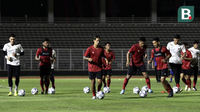 Pemain Timnas Indonesia Senior, Irfan Bachdim, saat mengikuti latihan di Stadion Madya, Senayan, Jakarta, Jumat (14/2). Latihan pertama Timnas Indonesia ini diikuti 30 pemain.(Bola.com/Yoppy Renato)