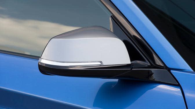 Kebanyakan peristiwa percurian kaca spion terjadi saat mobil terparkir atau berhenti di lampu lalu lintas.