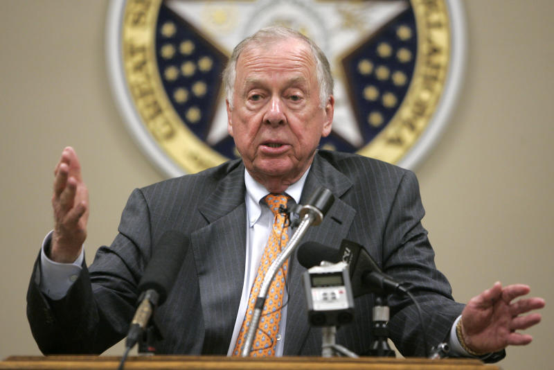 T. Boone Pickens answers a question during a news conference in Oklahoma City, Wednesday, May 12, 2010. (AP Photo/Sue Ogrocki)