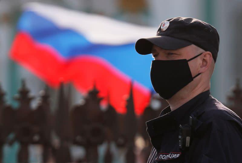 Russia's coronavirus cases surpass 850,000