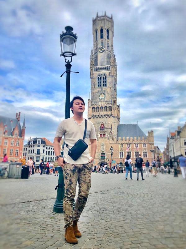 Potret juara pertama di D'Academy 2 dan juga D'Academy Asia musim 1, Danang Pradana Dieva saat jalan-jalan ke luar negeri. (Sumber: Instagram/@danang_official91)