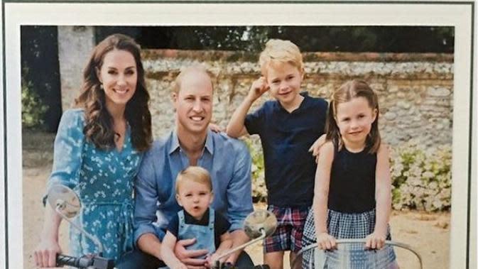 Kate Middleton bersama Pangeran William dan ketiga anak mereka. (dok.Instagram @benjamin_wareing/https://www.instagram.com/p/B6O6fw_HXqG/Henry)